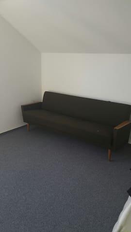 Schlichtes Zimmer - Mössingen - Talo