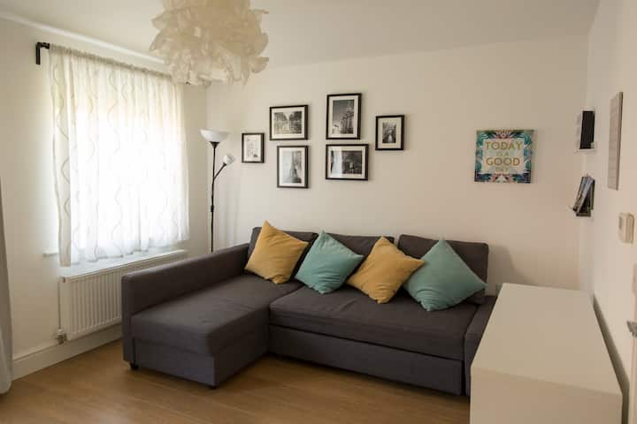 Modern cosy House by City Centre FREE Parking