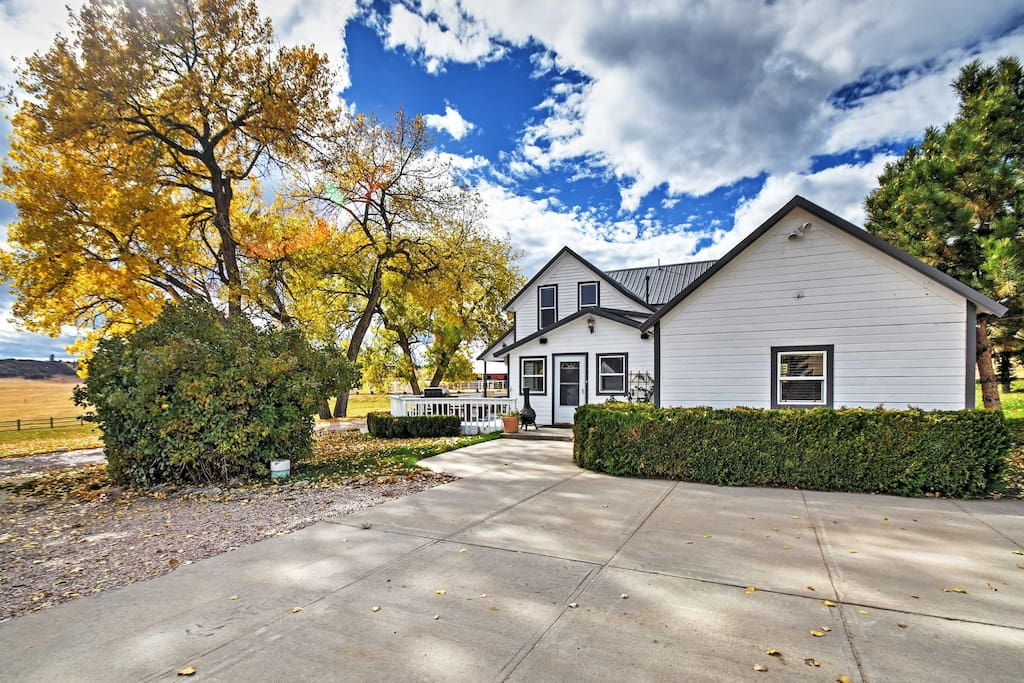 Situated in the tranquil Cherry Creek Valley, this vacation rental home promises a revitalizing retreat!