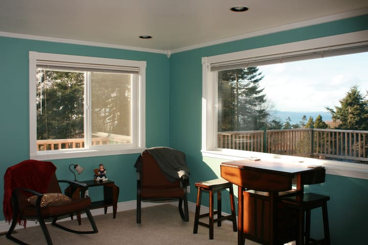 Upper Rooms at The Warren on Whidbey - Oak Harbor - Gästhus