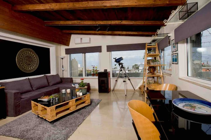 City penthouse overlooking the port