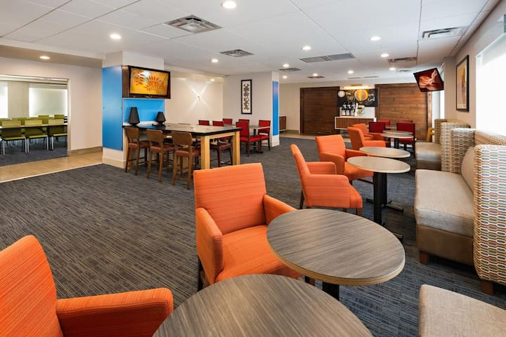 Holiday Inn Express Peoria-North Glendale