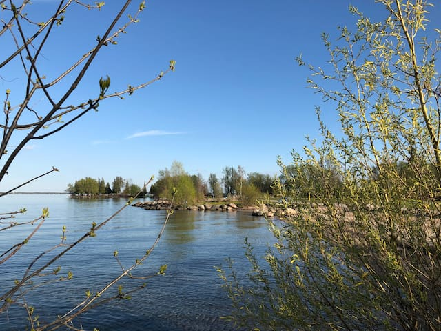 Private Trailer - walking distance to Simcoe Lake