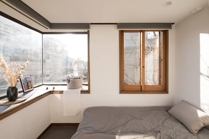 #1 Safe Cozy Garden House, Gangnam, Shinsa