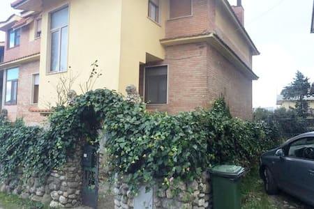 Affascinante Villa trilocale - Castel Lagopesole