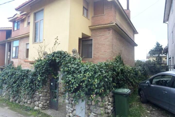 Confortevole appartamento in Villa con giardino