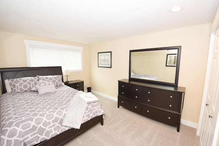 Quiet, spacious bedroom in newly remodeled house