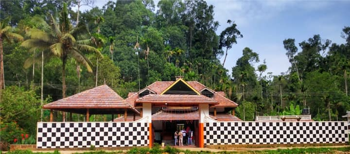 Munnar Budget Stay – Dormitory with Swimming Pool