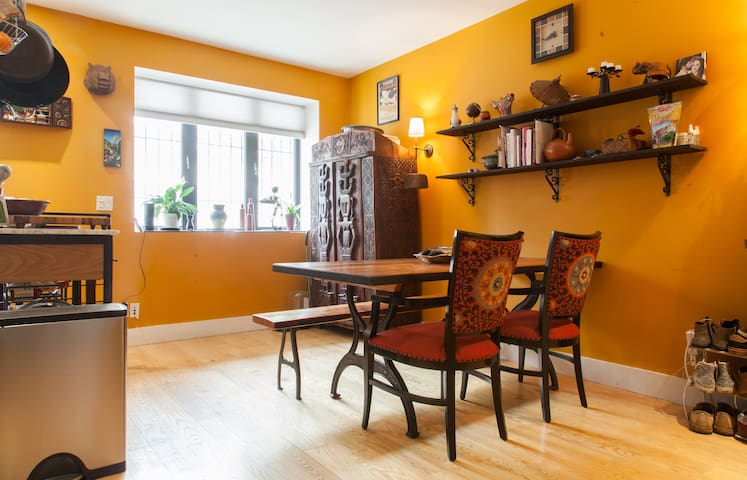 Colorful kitchen with lots of space to enjoy a yummy breakfast of bagels from nearby spots. Enjoy the fun worldly treasures!