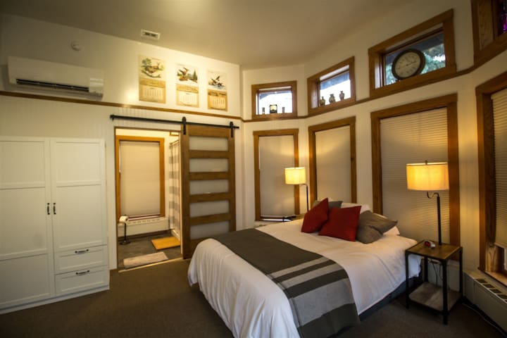 Endion Station Inn - Room 4