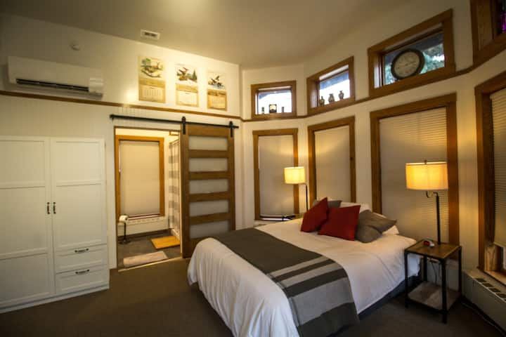 Endion Station Inn | Room 4