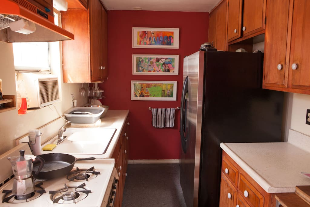 Full gourmet kitchen with juicer, oversize fridge, and sous vide!
