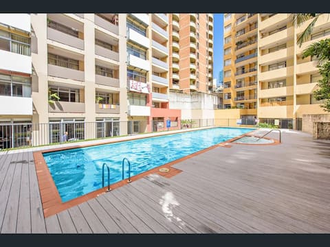 Large 1 bed apartment, 2 balconies, pool, gym, spa