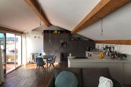 Appartement atypique 100 m2 CVtrès agréable - Le Pradet - Apartmen