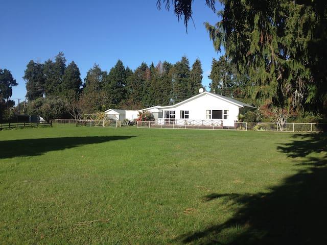 Springhill Homestay - Katikati - Ev
