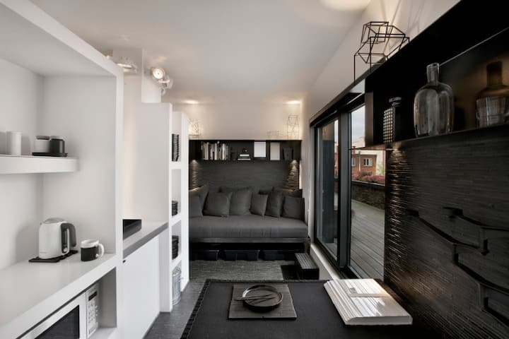 Mini-loft B&W with rooftop next to ULB/Delta