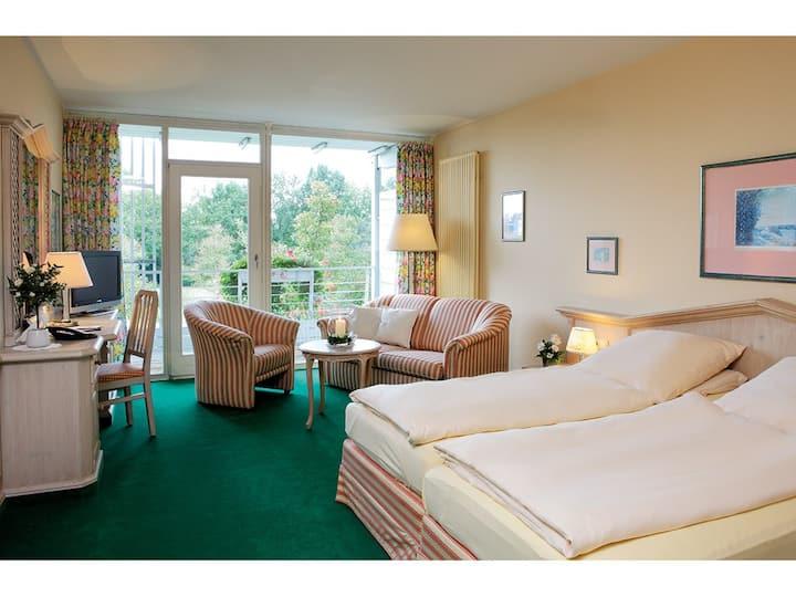 Haus am Kurpark (Bad Birnbach), Appartement mit extragroßem Doppelbett und kostenlosem WLAN