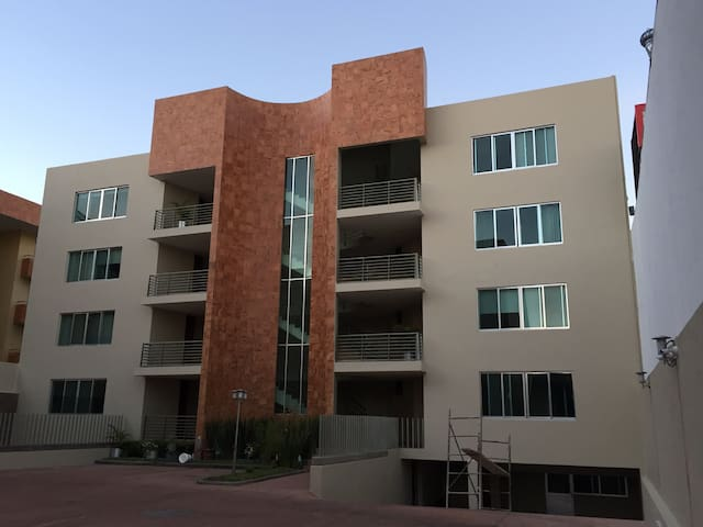 COZY ROOM W/ EXCELLENT LOCATION!!!! - Zapopan - Apartment