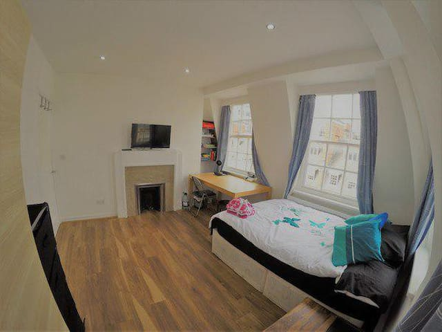 Newly Refurbished Modern 1 Double Bedroom Flat
