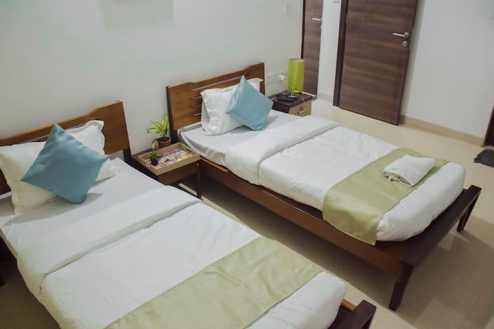 Pvt room - nr Intl Airport & Kalina, BKC, Bandra