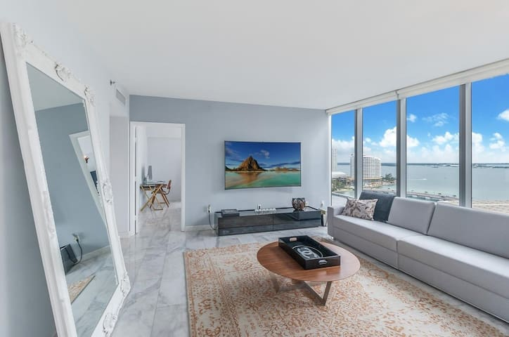 5-star Condo with Ocean view in Miami's best location!