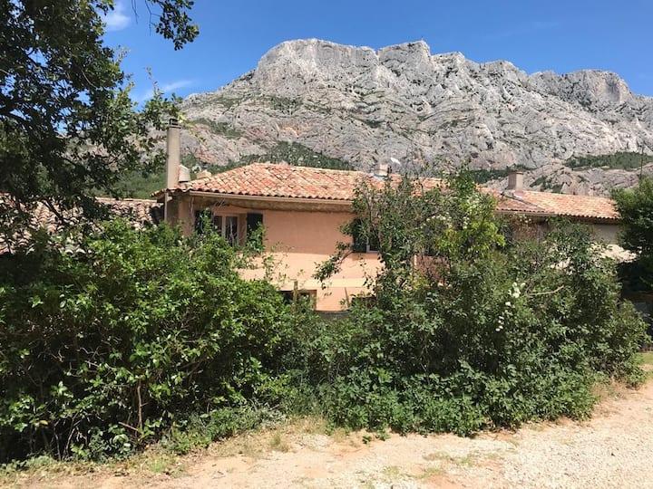 Maison de village au pied de Sainte Victoire