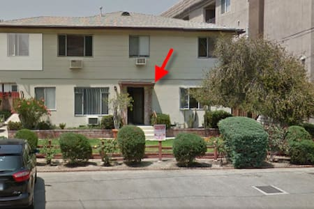 Close to Universal/Hollywood/DTLA/NoHo Metro Train - Los Angeles
