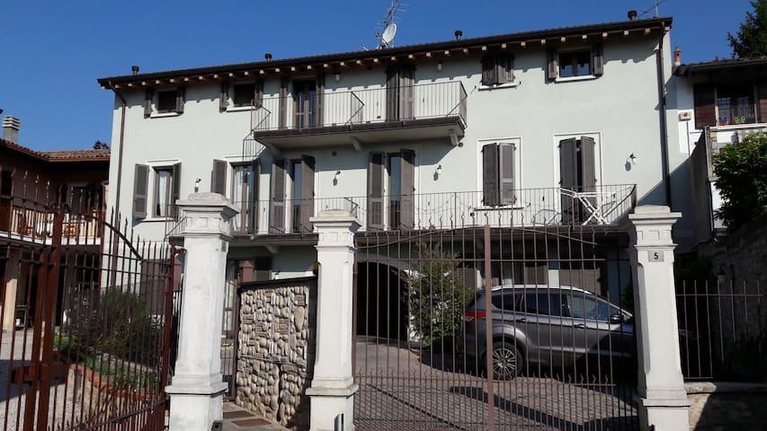 """Appartamento """"Rosy"""" - Padenghe Sul Garda - Lägenhet"""