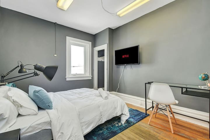 Lovely Bedroom in the Glebe, Carleton U