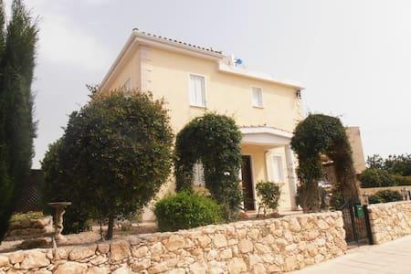 Cyclamen Villa,  Peyia - Peyia