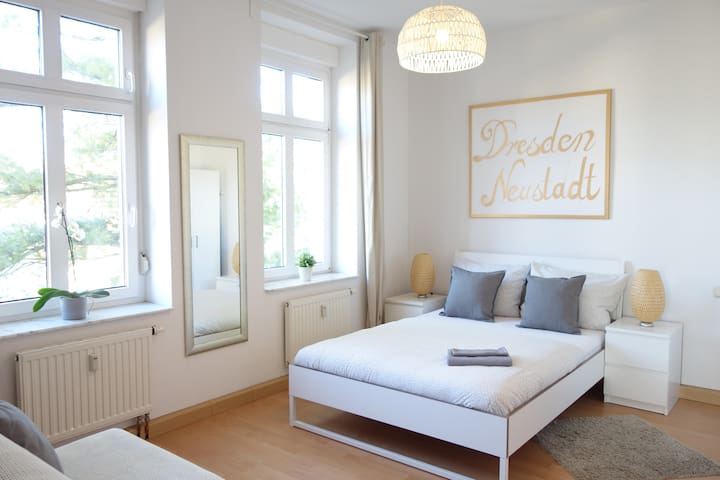 Quiet 2 room Apt. in the It District Neustadt
