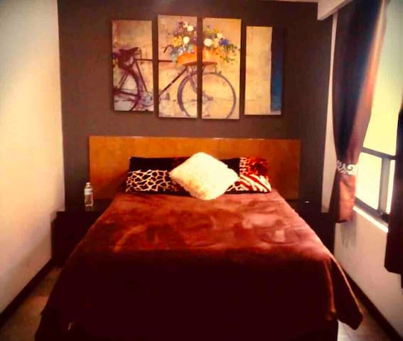 2 TOWN SQUARE, Hermoso Loft, 1 cama mat. 1 sfacama