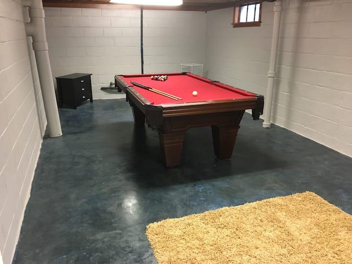 Spacious 3 bedroom Home w/Pool Table