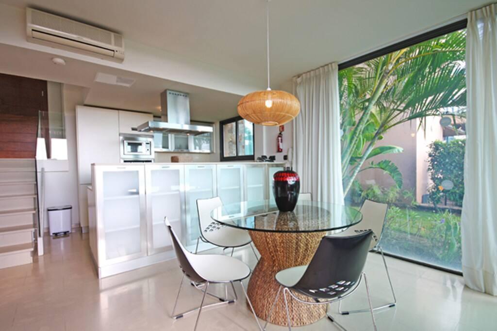SVIII-living-room