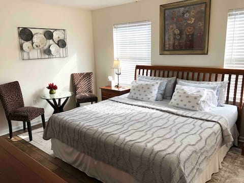 Immaculate Private Room - Quiet and Comfy Retreat!