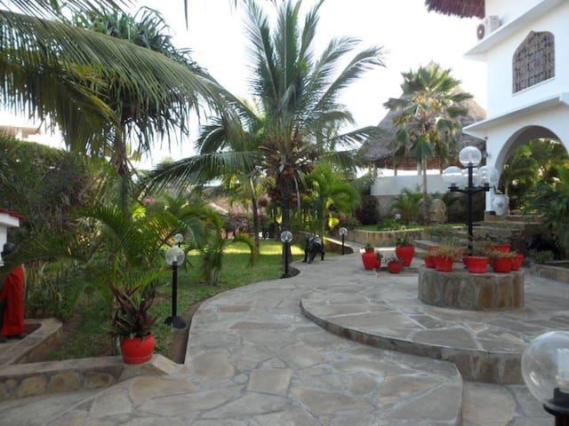 Sunbay Holidays villa America room