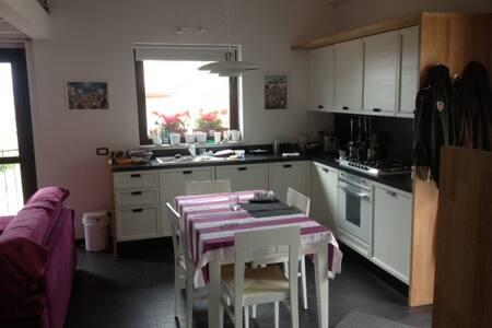 villa panoramica, da 4 a 8 posti letti, 2bagni - Alfedena - Villa