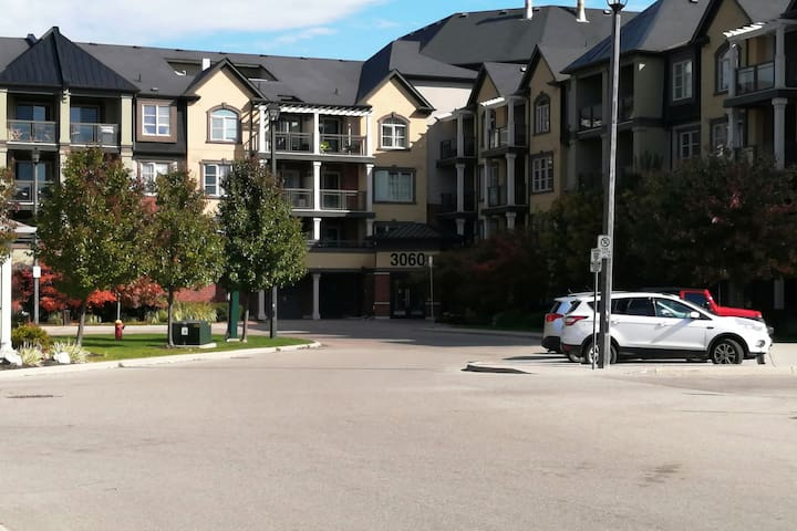 Beautiful condo at north of Burlington on