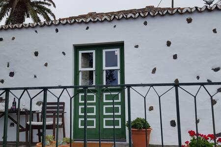 CASITA CANARIA MUY BIEN UBICADA - Breña Baja - Huis