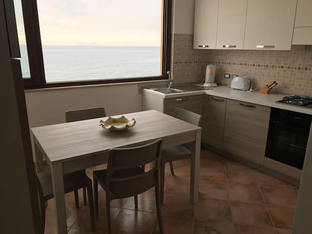 Moderne gemütliche Wohnung direkt am Strand