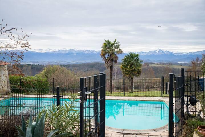 Luxe, ruimte, privézwembad  uitzicht op de bergen!
