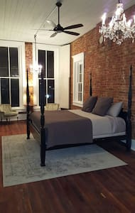 1885 Vintage Loft Apartment - Denison