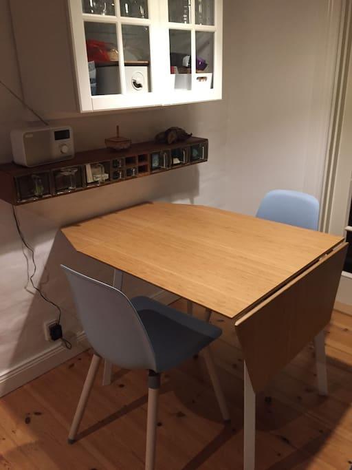 Spisebord til 4