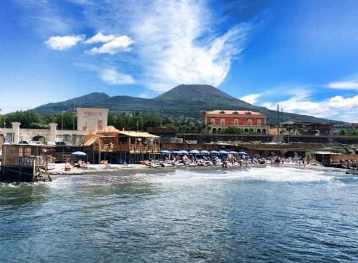 Perfect place between beach and Vesuvio