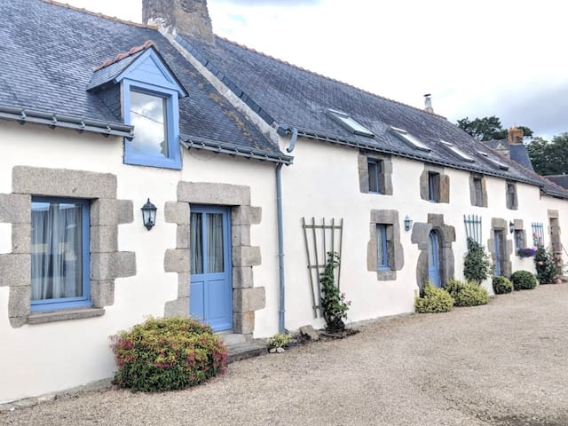 Brittany: beautiful country cottage for 2