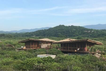 Punta Pajaros, Las Gemelas junto a Hotel Escondido