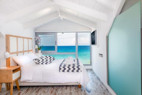 DELUXE ATTIC INFRONT OF THE BEACH