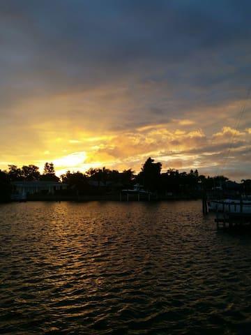 Bay Paradiso - Waterfront/Pool/Kayaks - St Petersburg - House