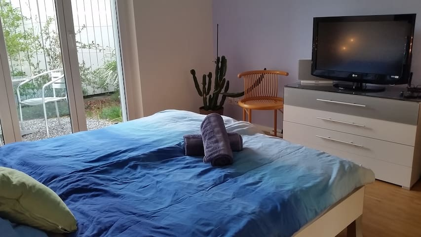 Lovely quiet room close to bus/train and highway - Münchenbuchsee - Huoneisto