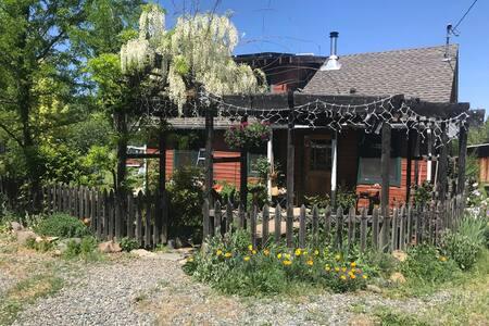 Etna Base Camp Cottage